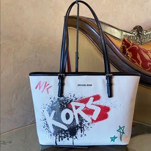 NWT Michael Kors graffiti Jst md carryall tote bag